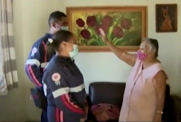 """Socorrista do Samu canta louvor para acalmar idosa: """"Não tenhas medo, em Deus espera"""""""