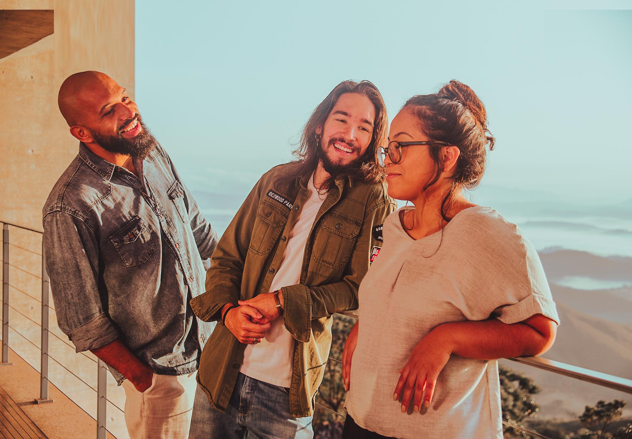 """Trilo lança a canção """"Jeitinho Down"""", em homenagem às pessoas com a síndrome"""