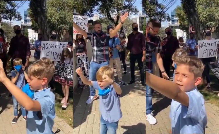Crianças oram por doentes em frente a hospital e inspiram com sua fé; assista