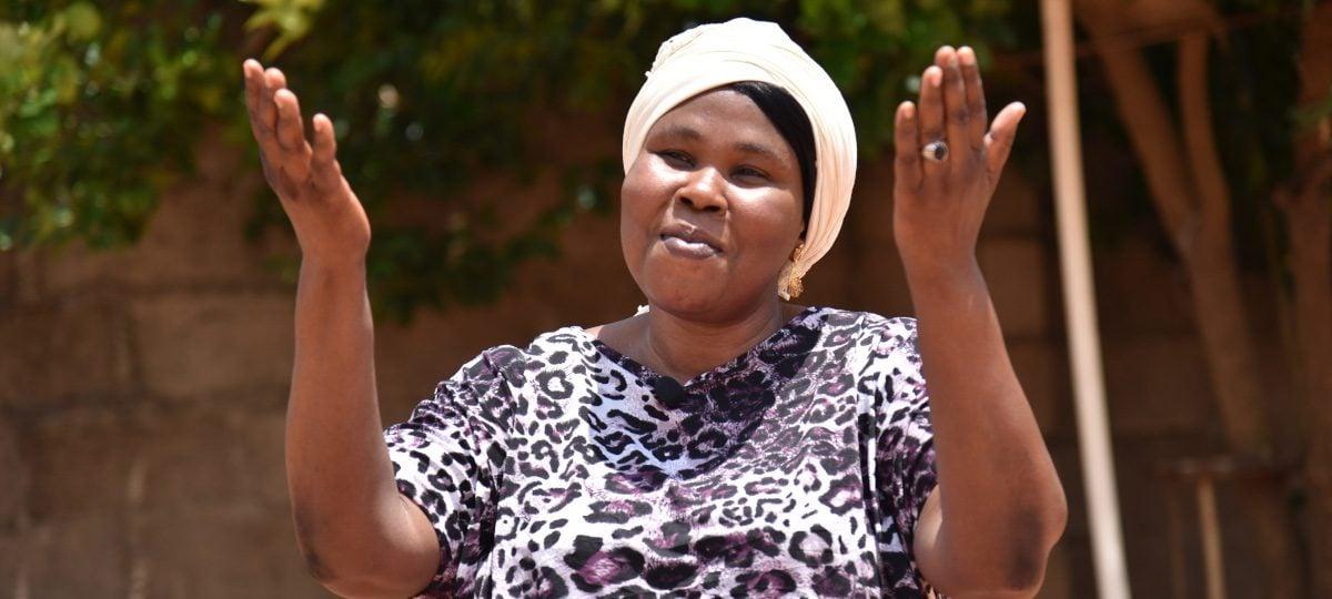 """""""Viver é Cristo e morrer é lucro"""", diz viúva que teve marido morto por não negar a Jesus"""
