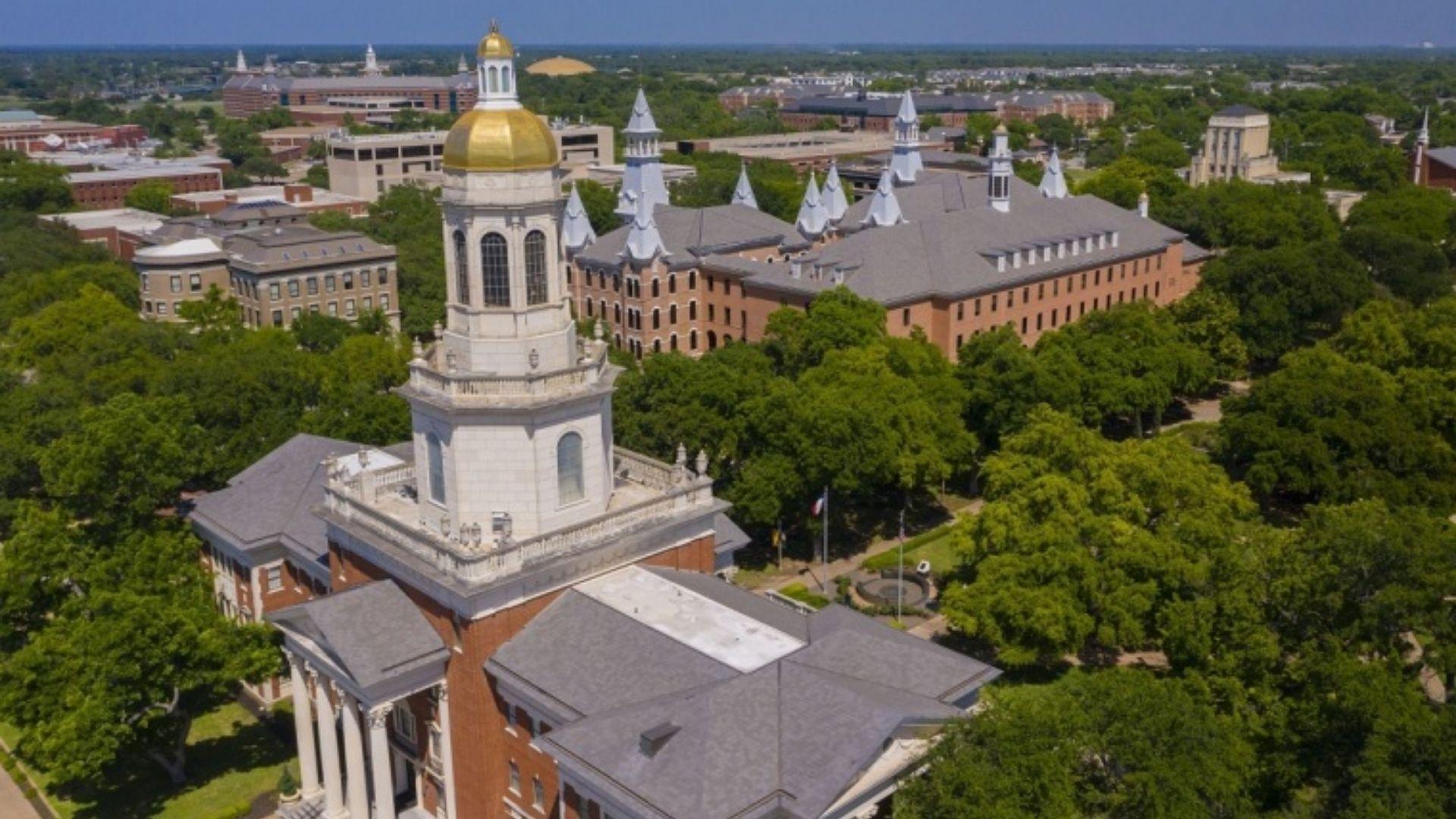 Ativistas LGBT movem ação para que alunos de universidades cristãs não recebam benefícios