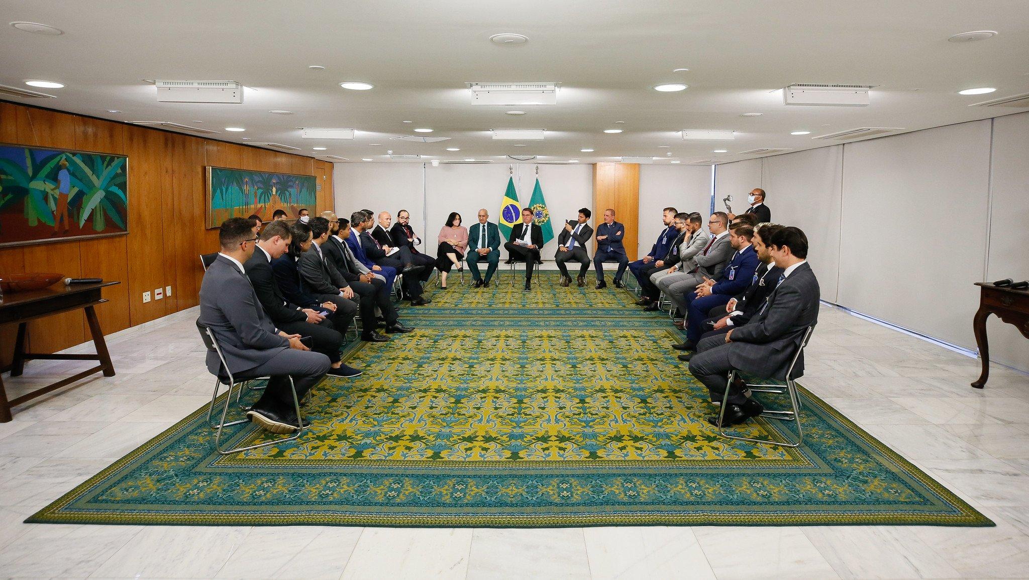 """Pastores se reúnem com Bolsonaro para orar e falar """"sobre a Igreja e o Brasil"""""""