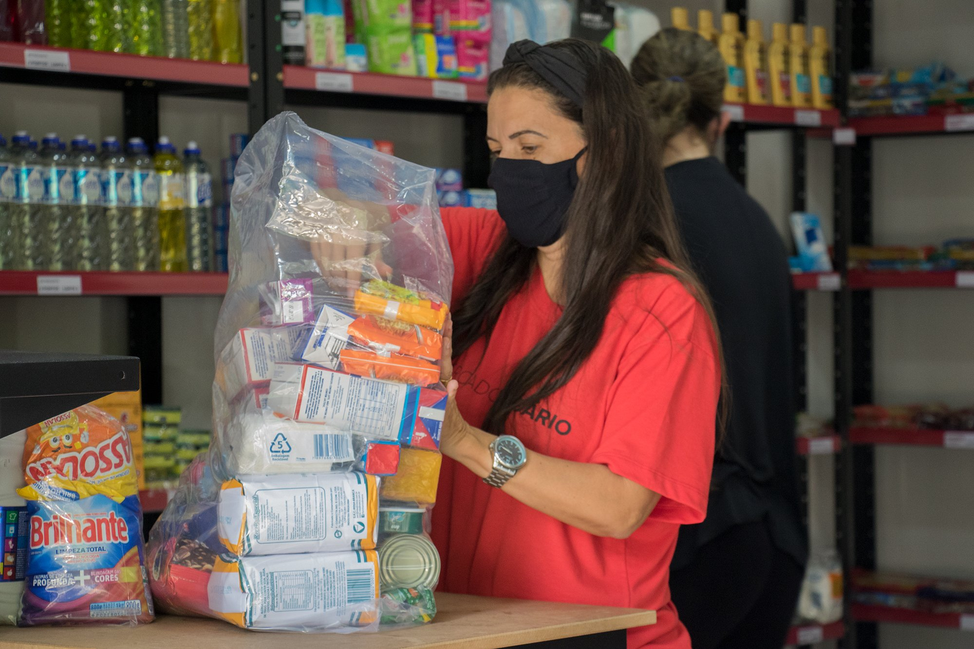 """Igreja cria mercado para doar alimentos com dignidade: """"Há pessoas passando fome"""""""