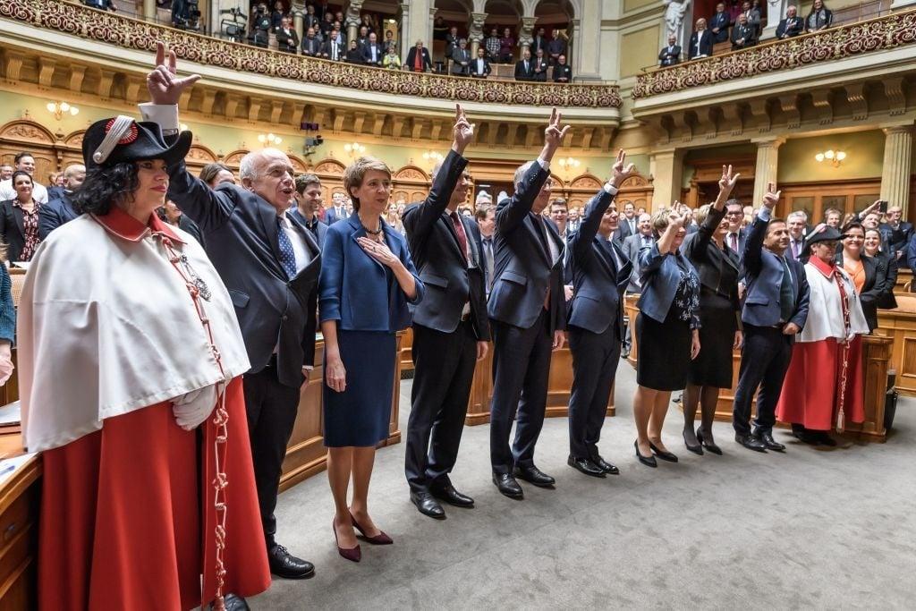Suíça: Parlamentares cristãos suspendem lei de casamento gay até realização de referendo