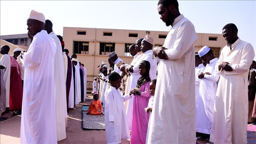 Muçulmanos envenenam pastor por planejar construir igreja em Uganda