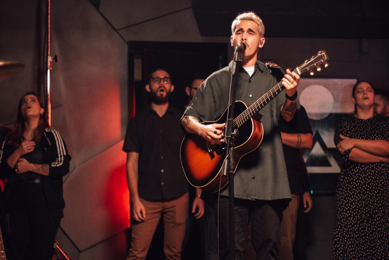 Alessandro Vilas Boas lança EP Peregrino, com novas composições