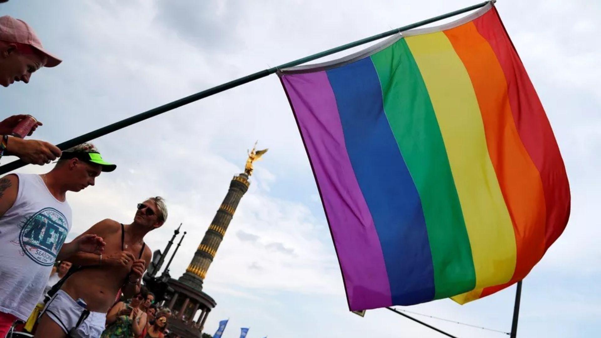 Proibir oração por gays pode violar os direitos humanos, diz instituto do Reino Unido