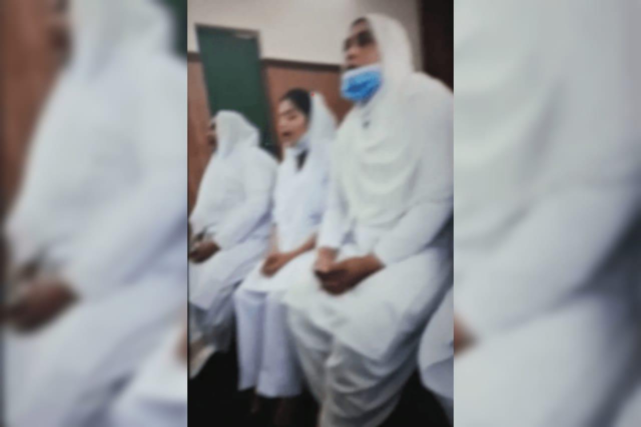 Muçulmanos invadem hospital em protesto contra enfermeira cristã no Paquistão