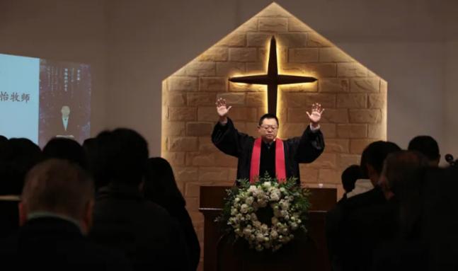 China prende pastor por oficializar funeral de membro da igreja