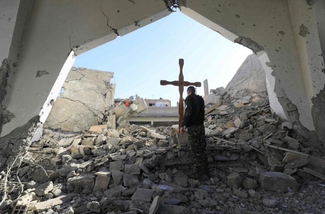 Apoio do governo tende a enfraquecer o cristianismo, indica estudo