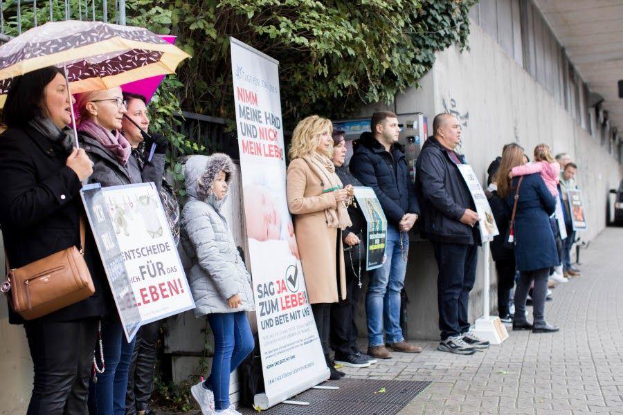 Tribunal proíbe vigília de oração próxima a clínica de aborto na Alemanha