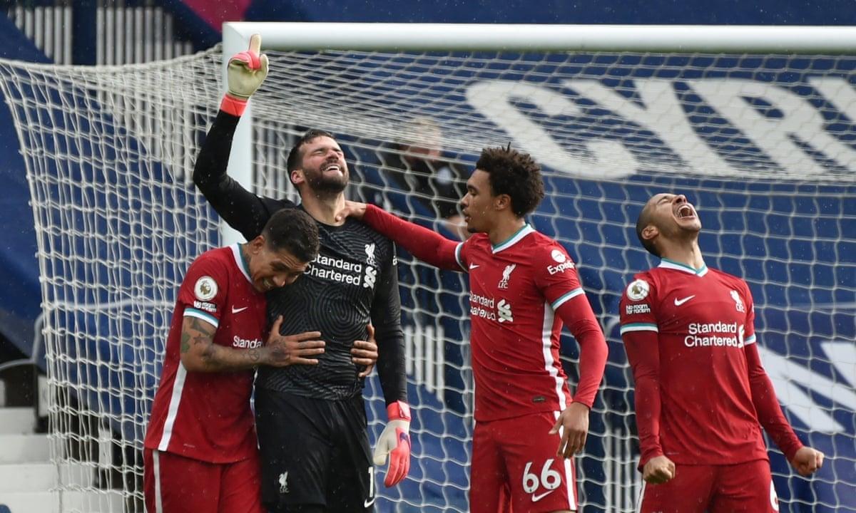 """Alisson credita a Deus o primeiro gol pelo Liverpool: """"Ele colocou a mão na minha cabeça"""""""