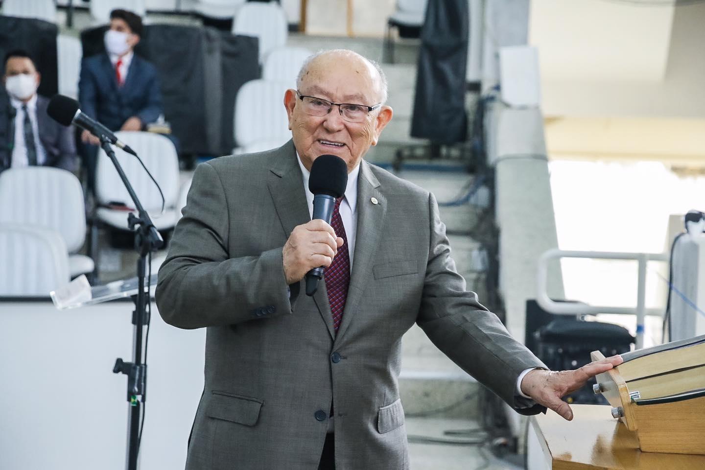 Pastor José Wellington recebe alta do hospital após internação por Covid-19