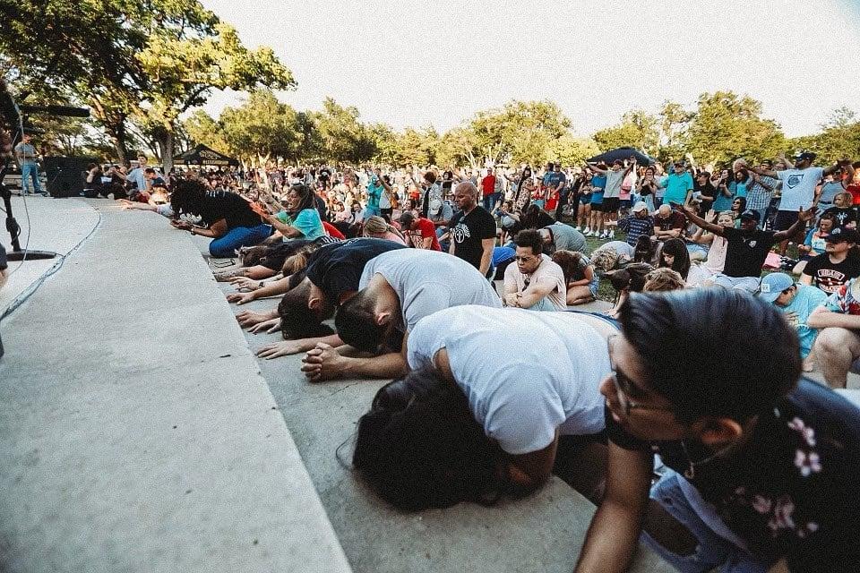 """Multidões se reúnem nos EUA e testemunham curas e milagres: """"Precisamos de um avivamento"""""""