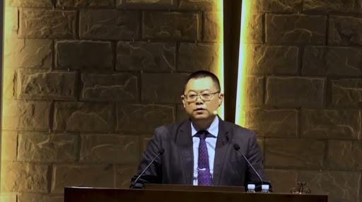 China tranca pastor e família em casa com correntes na porta e impedem que recebam visita