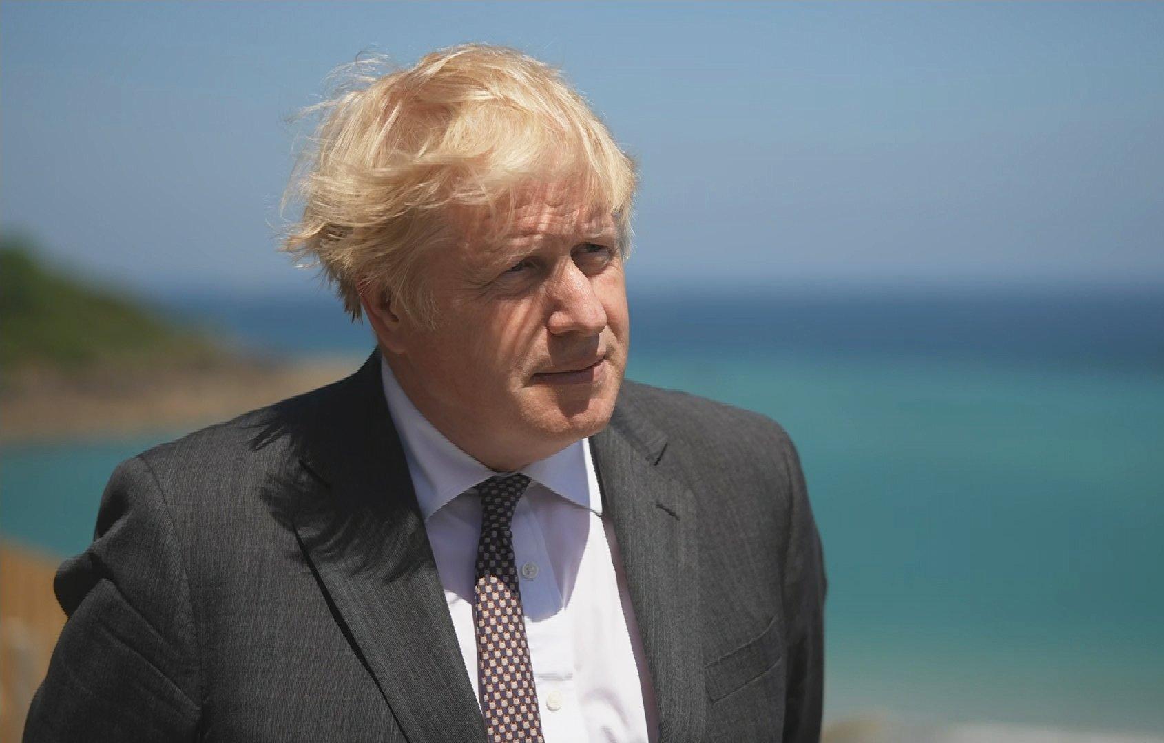Boris Johnson cita Salmo ao ser questionado sobre sua fé: 'O tolo diz que Deus não existe'