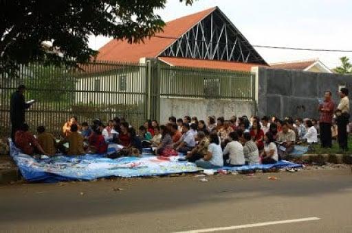 Igreja na Indonésia poderá construir templo após 15 anos cultuando na rua