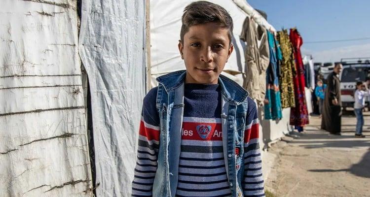 Menino sírio sequestrado pelo Estado Islâmico foi consolado por hinos que aprendeu na TV