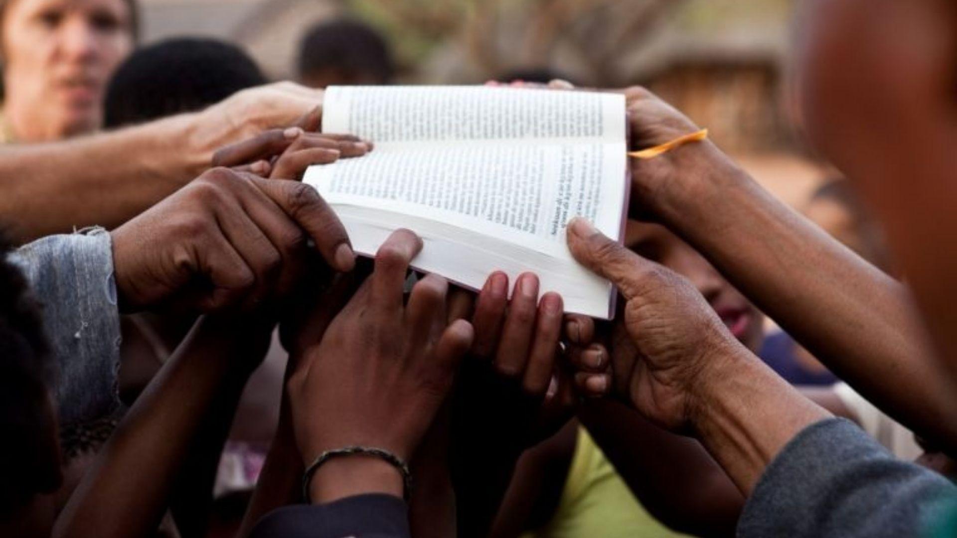 O mundo todo deve ouvir o Evangelho para Jesus voltar? Veja o cumprimento do sinal bíblico