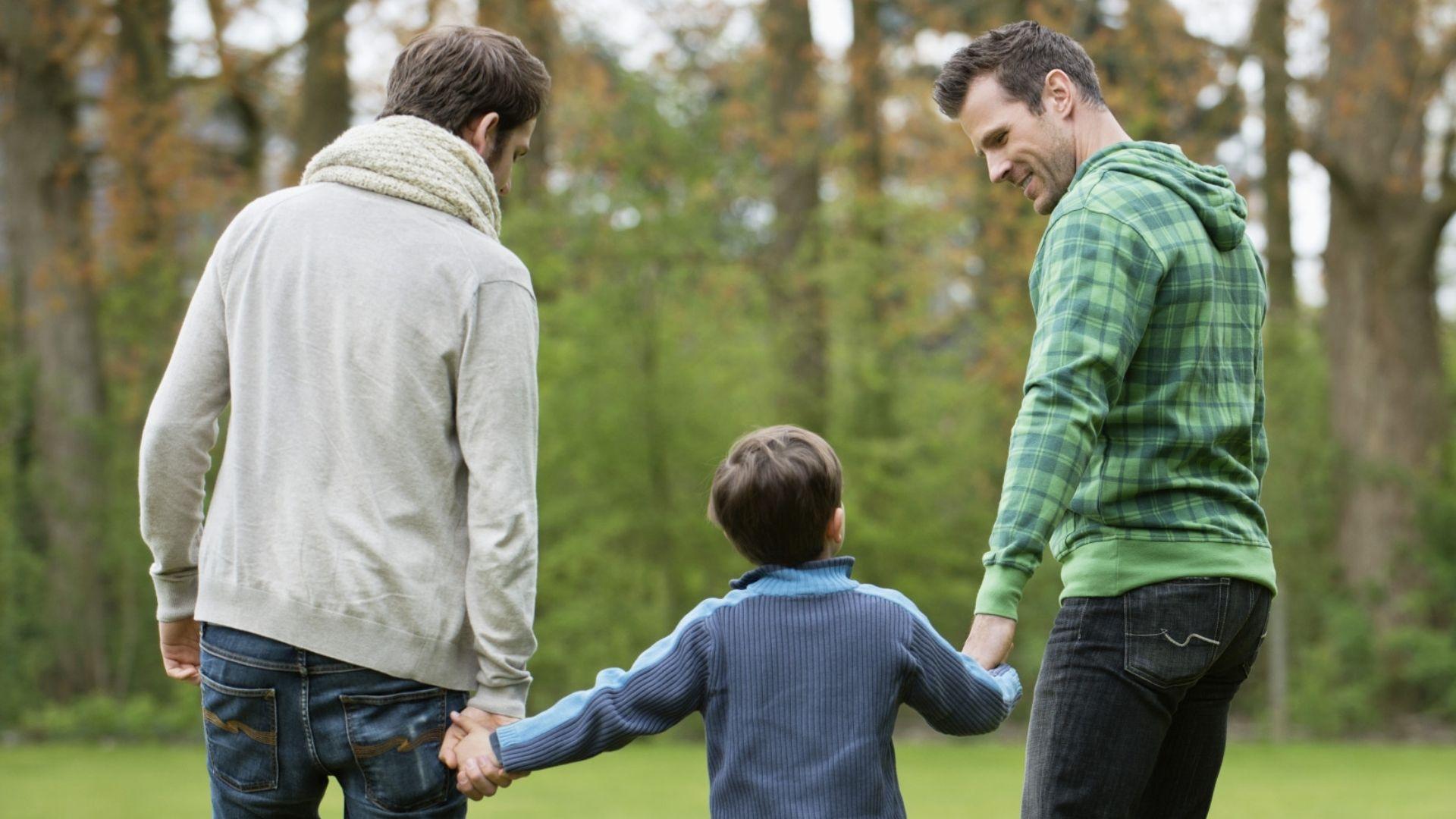 Suprema Corte dos EUA decide que agência cristã pode recusar adoção a casais gays