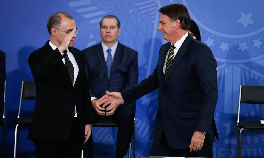 Em visita ao STF, Bolsonaro diz que pediu oração uma vez por semana na Corte