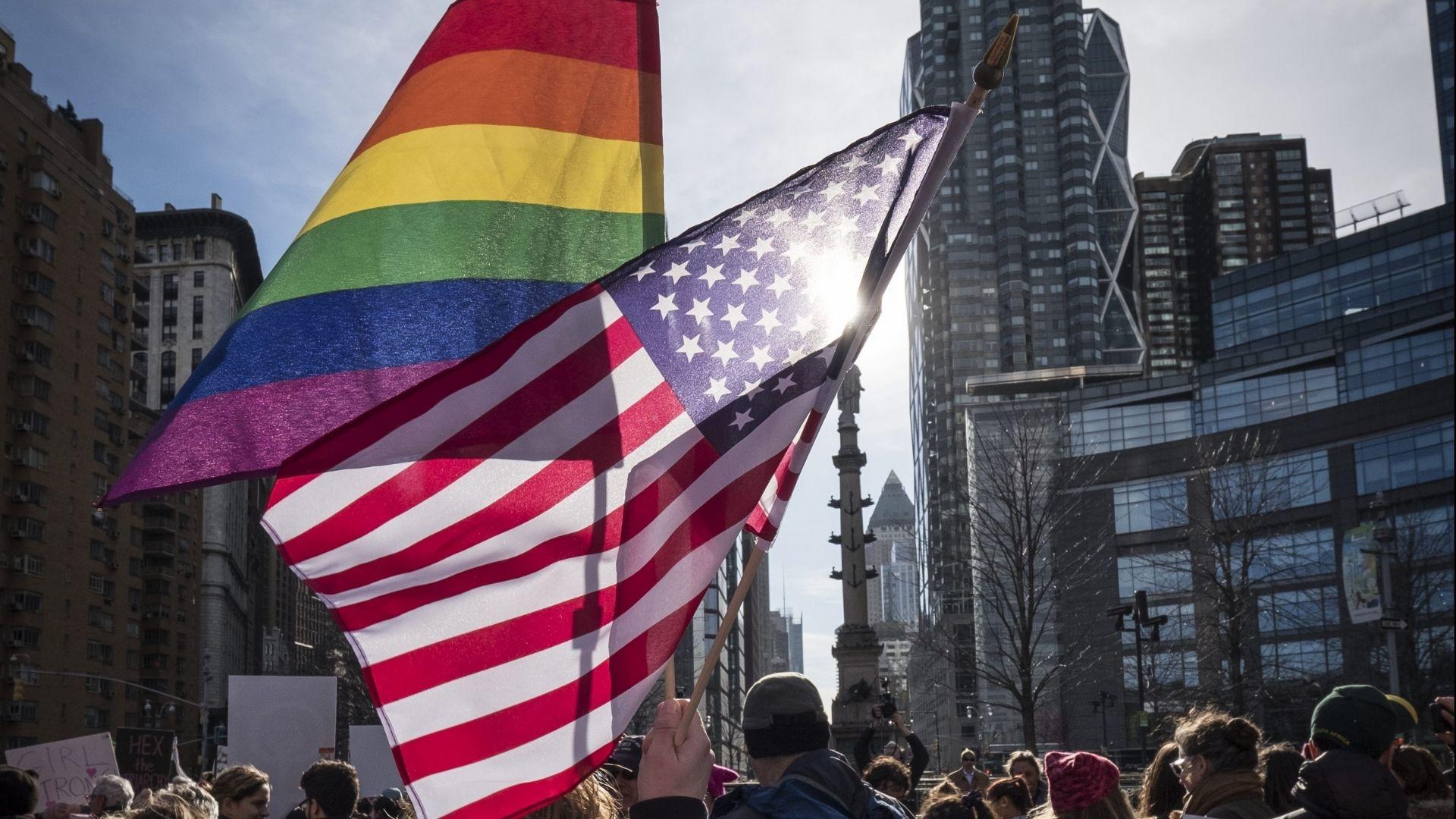 Por causa de protestos de pais, política transgênero é rejeitada nas escolas de Virgínia