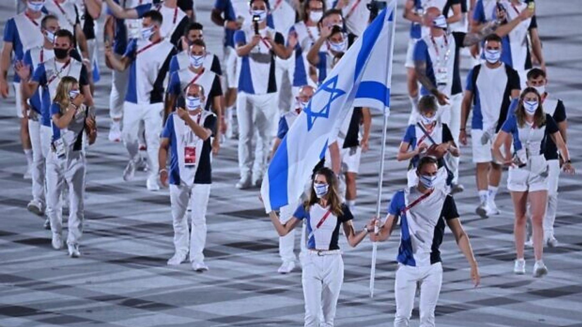 Israelenses que foram vítimas de massacre são homenageados na estreia das Olimpíadas