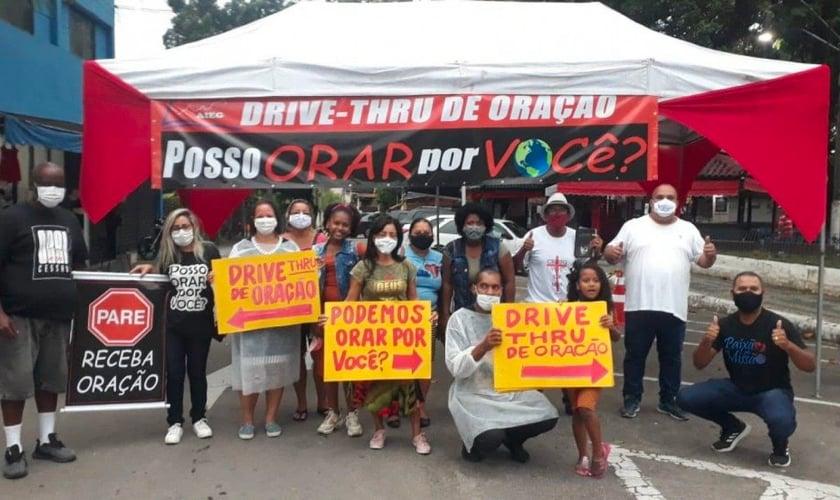 Drive-thru de oração leva esperança e fé a desempregados e enlutados da Covid-19 no RJ