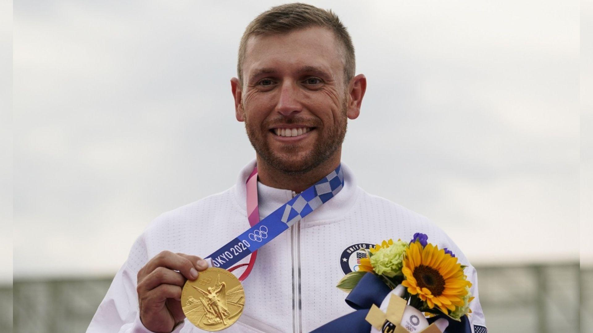 Atleta que conquistou 3ª medalha de ouro nas Olimpíadas credita sua vitória a Deus