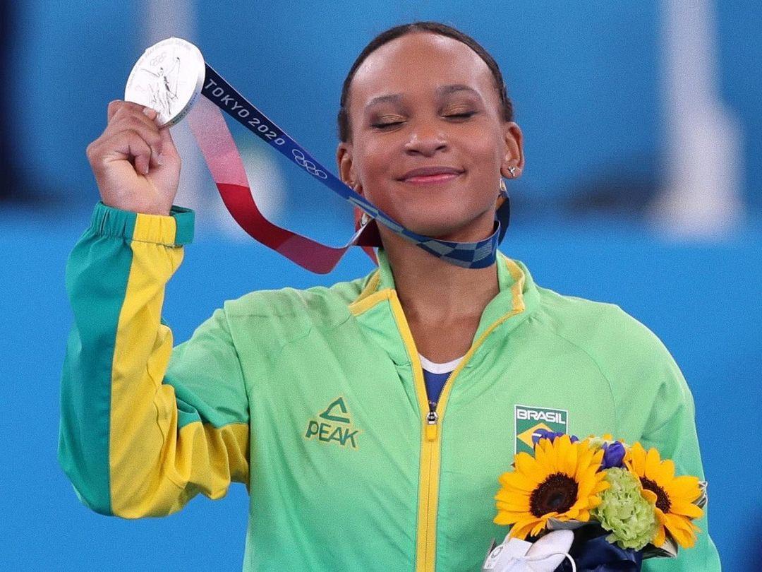 """""""Vão olhar e ver Jesus brilhando em você"""", diz Rebeca Andrade após ganhar medalha de prata"""
