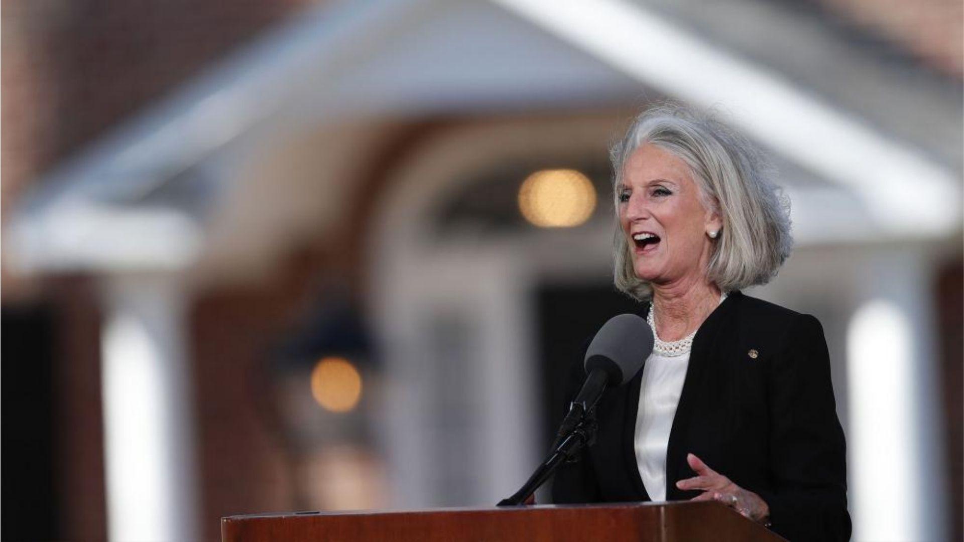 """Neto de Billy Graham deixa UTI e mãe celebra: """"Deus responde às orações"""