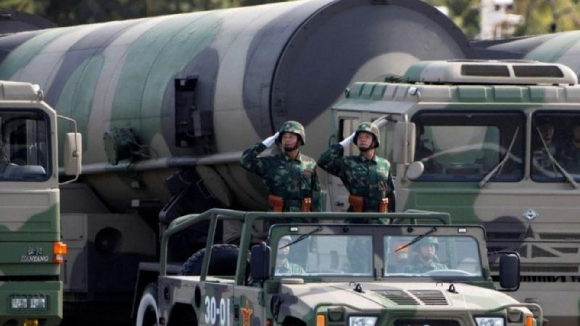 China está construindo mais de 100 silos de mísseis, indicam imagens de satélite
