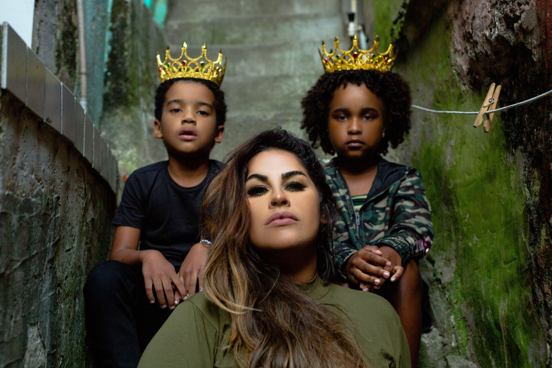 """Michelle Nascimento volta ao pentecostal com """"Me Rendo A Tua Glória"""""""