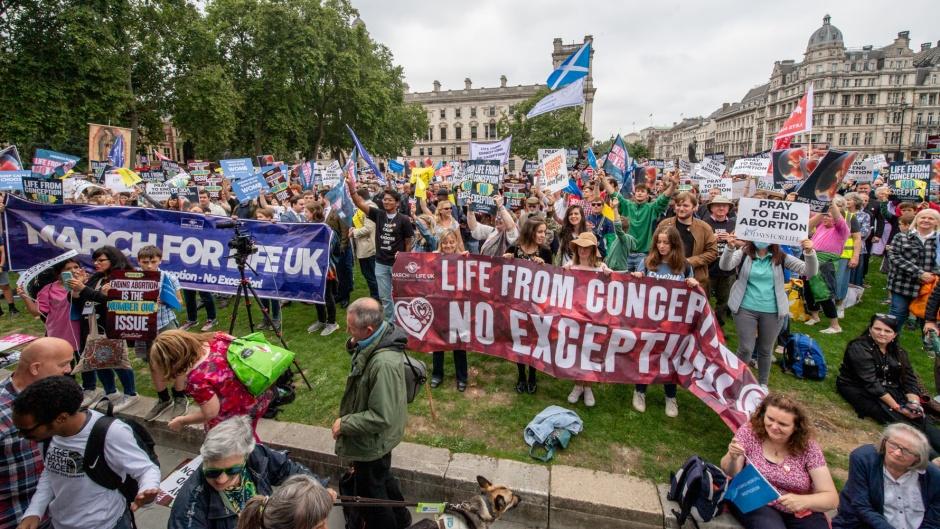 'Marcha para a Vida' reúne milhares contra o aborto em Londres