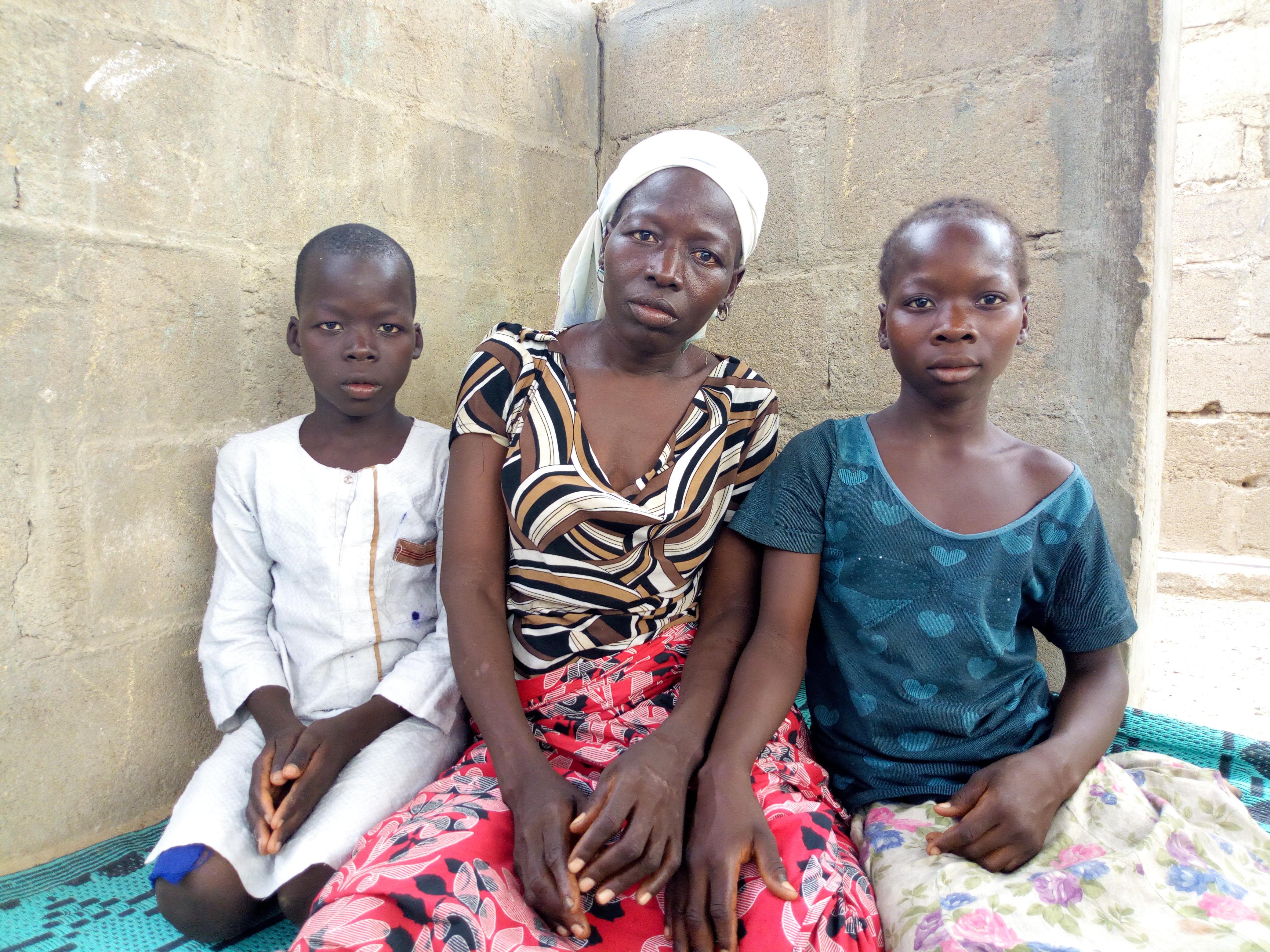 """Grávida sobrevive a ataque Fulani se escondendo em cova com os 5 filhos: """"Deus nos salvou"""""""