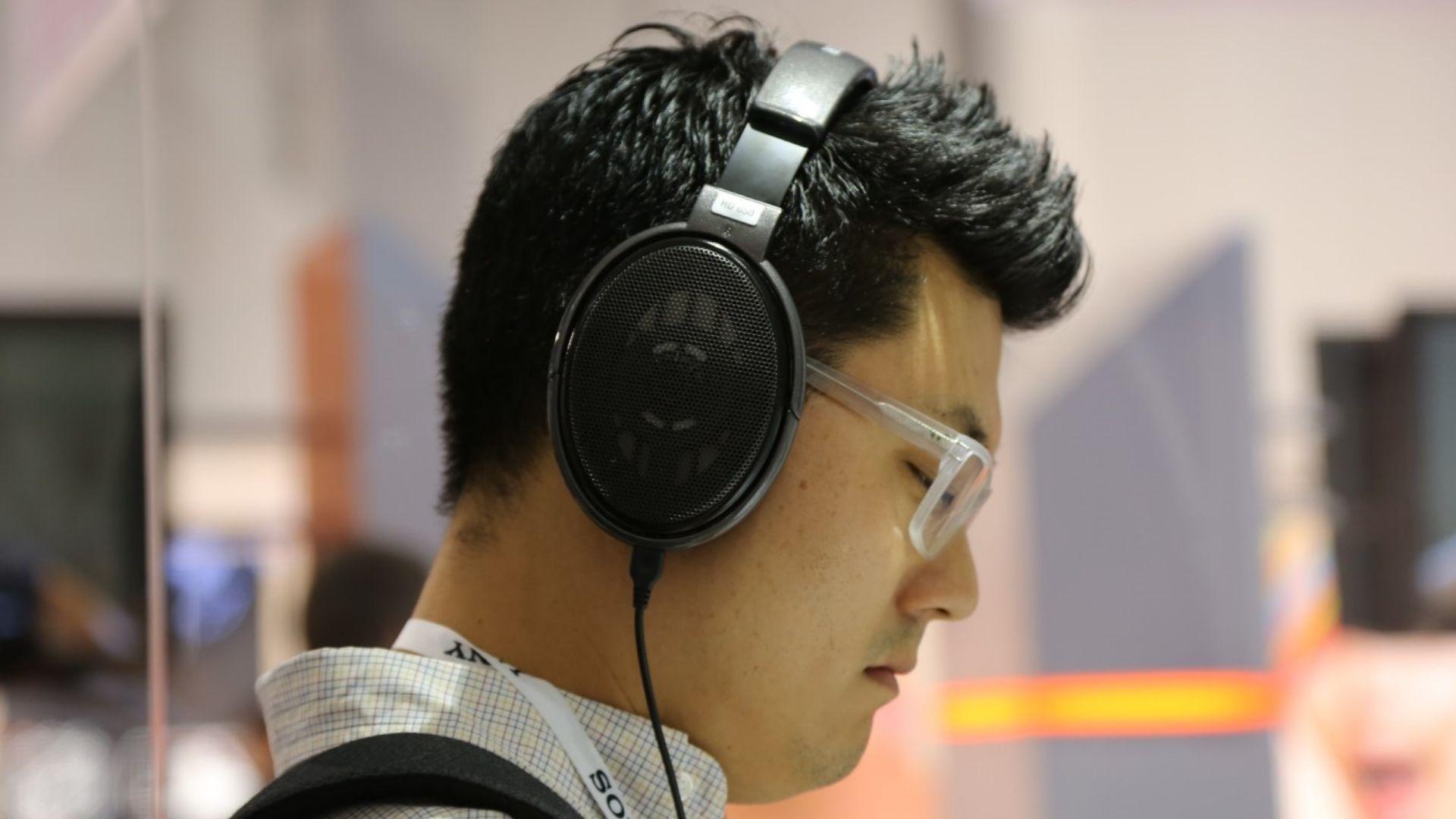 Cristãos são presos por vender Bíblias em áudio na China