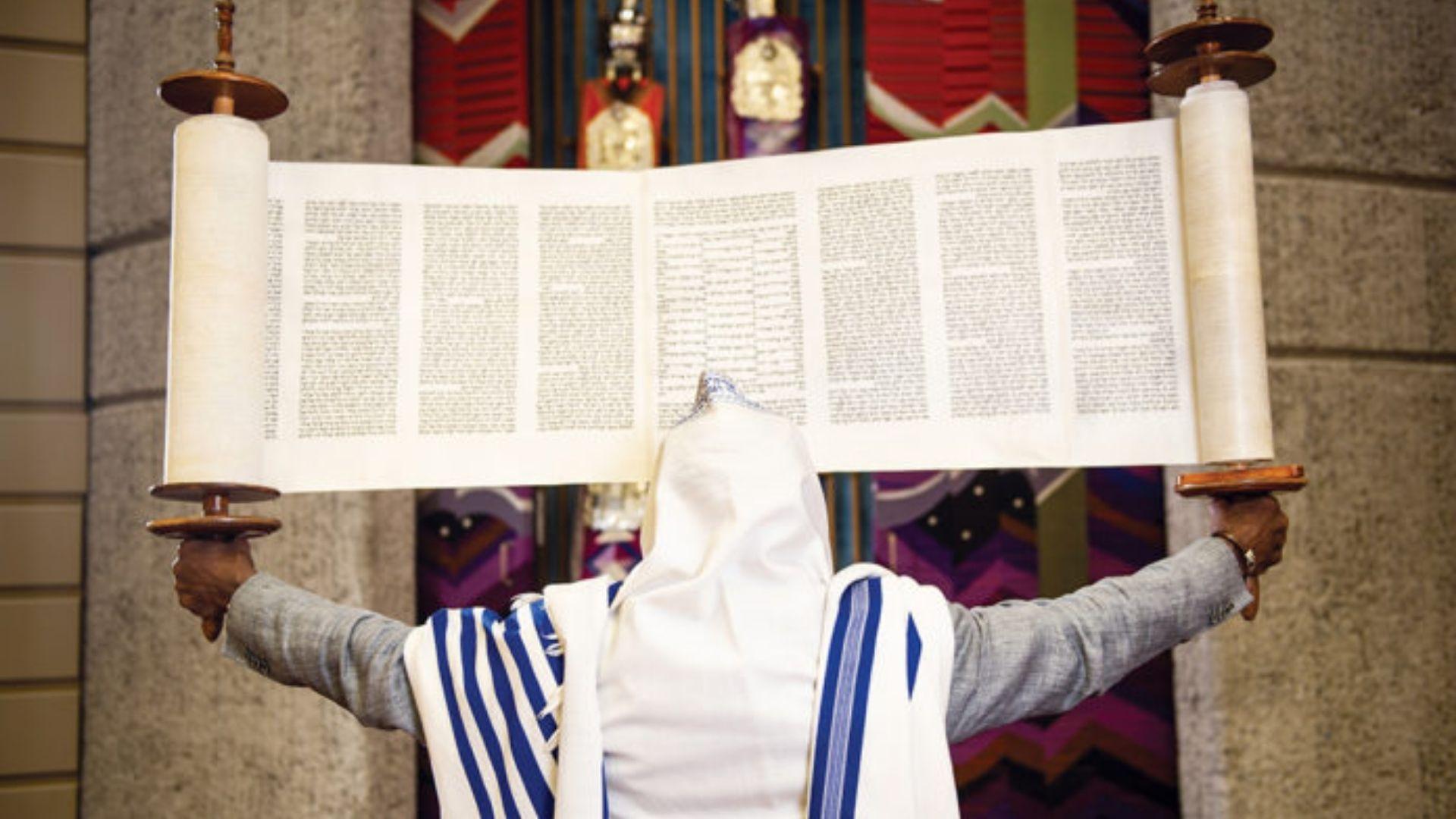 """Proposta de incluir """"multigênero"""" no hebraico é contestada: """"Ataque à palavra do Eterno"""""""