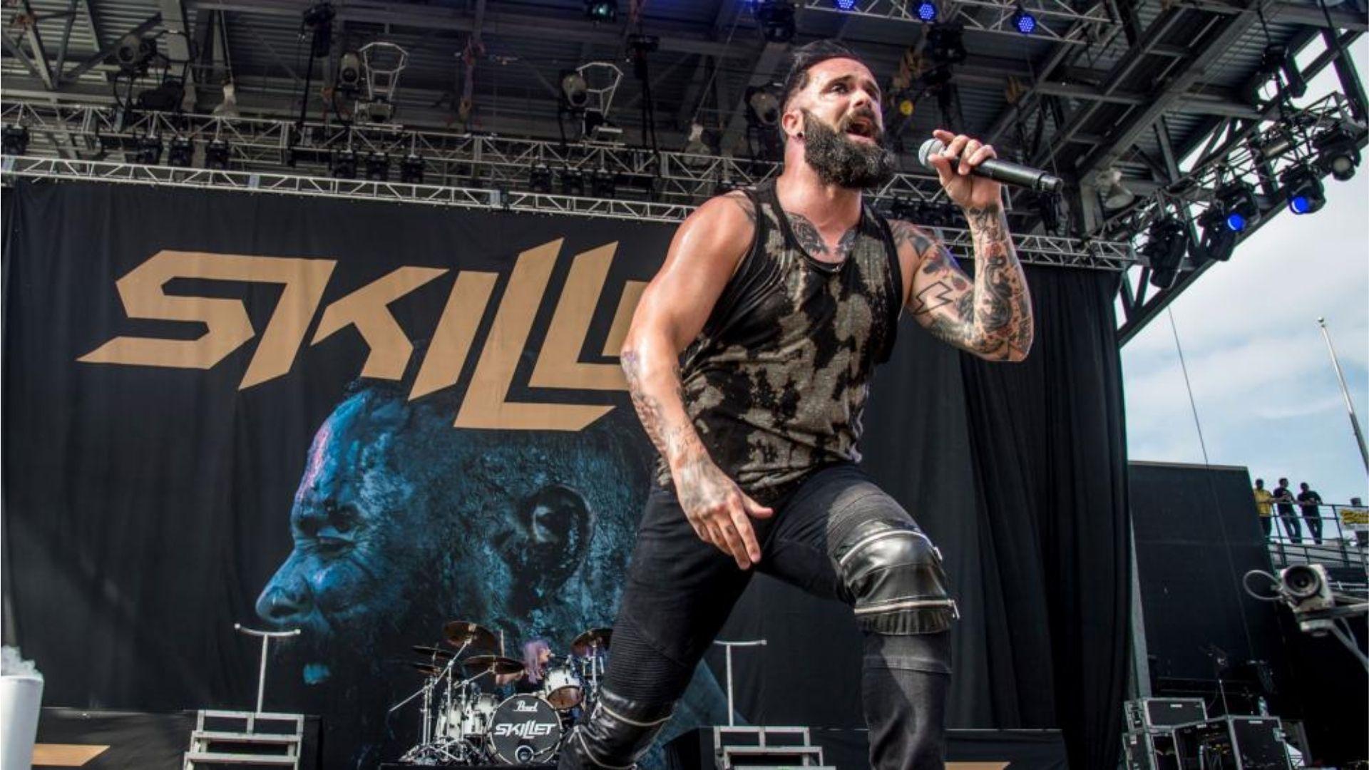 """Vocalista da banda Skillet conta como tentaram persuadi-lo a """"não falar tanto de Jesus"""""""