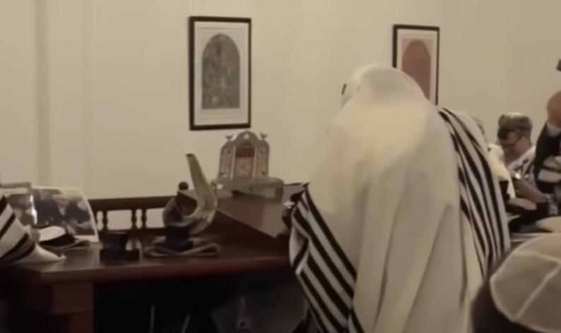 Judeus do Bahrein adoram em público pela 1ª vez em mais de 70 anos