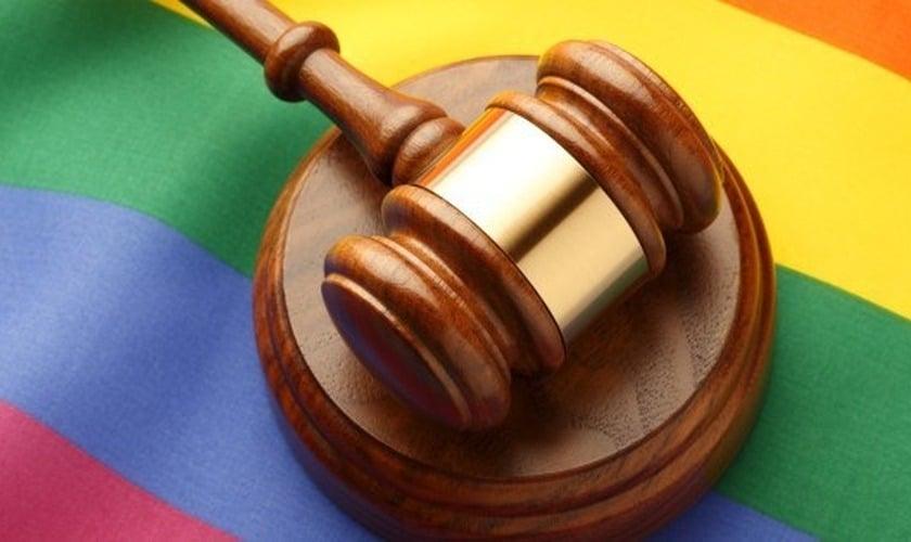 """Tribunal decide que o uso de """"pronomes errados"""" para transgêneros viola os direitos humanos"""