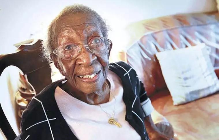 'Ele me acorda todas as manhãs', diz mulher de 110 anos sobre sua vida com Deus