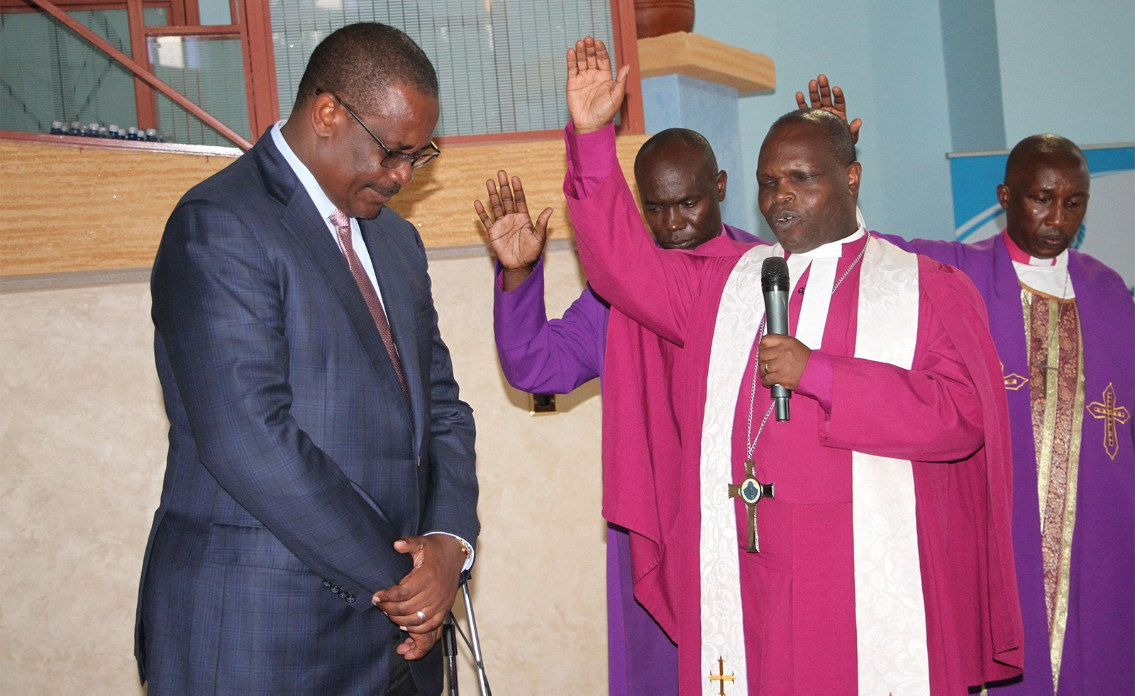 """Igrejas do Quênia proíbem políticos nos púlpitos: """"Contamina a santidade do culto"""""""