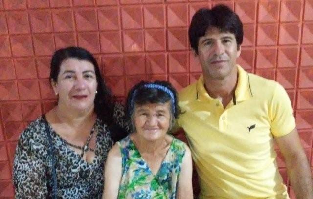 """Após mais de 40 anos vivendo nas ruas, idosa reencontra familiares: """"Milagre de Deus"""""""