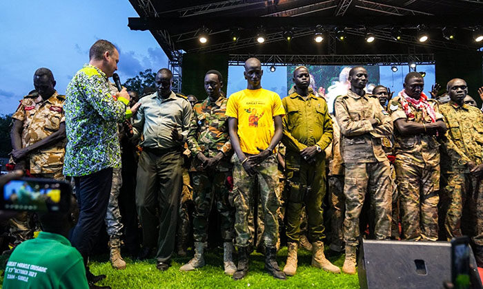 Soldados do Sudão do Sul entregam suas vidas a Jesus durante cruzada