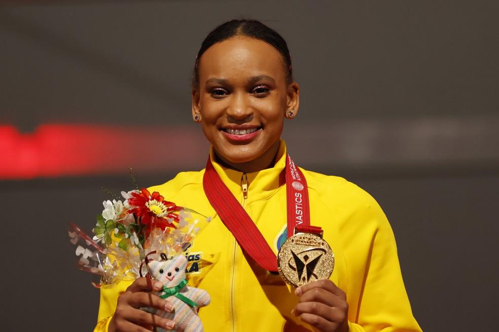 """""""Deus é bom"""", celebra Rebeca Andrade após ganhar ouro e prata no Mundial"""