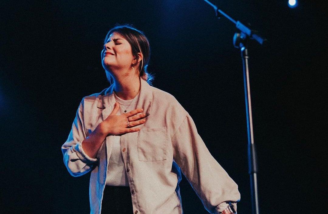 "Laura Souguellis diz por que deixou a indústria gospel: ""Trocamos intimidade por aplausos"""