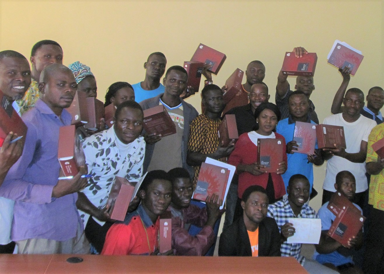 Ministério vai enviar 100 mil Bíblias de estudo para cristãos na África até 2028