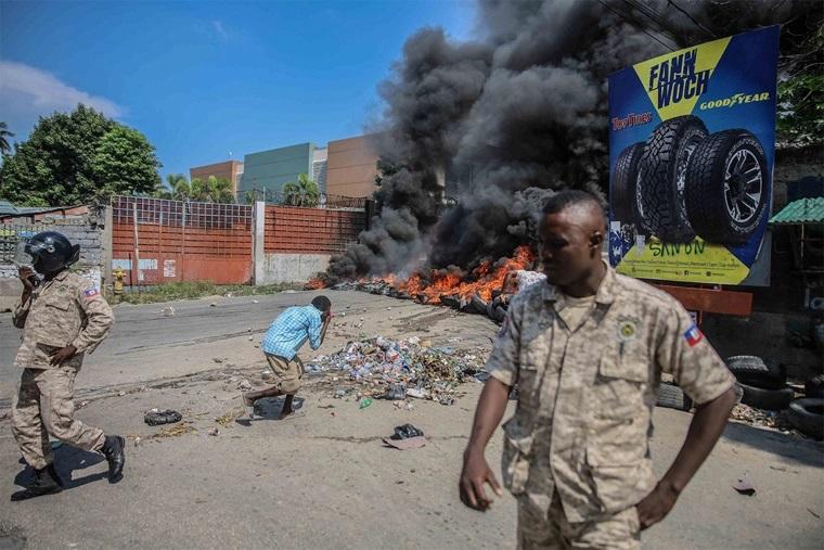 Sequestradores do Haiti libertam pastor, mas mantêm outros missionários reféns