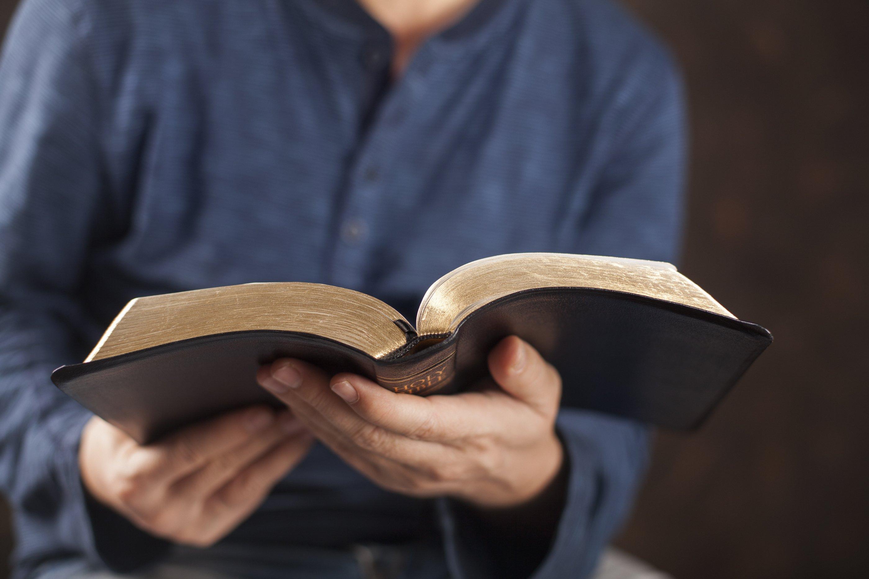 Leitura da Bíblia antes das sessões legislativas é inconstitucional, diz tribunal de SP