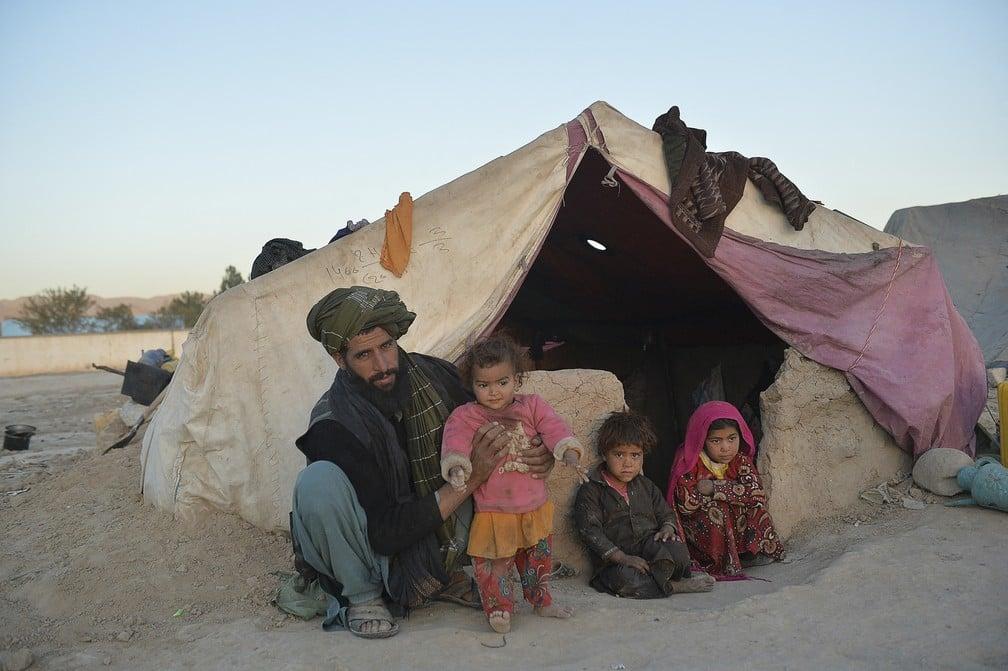 Famílias vendem suas filhas para não morrer de fome no Afeganistão